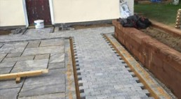 Castle grey sandstone & graphine rumbled rocks - 1