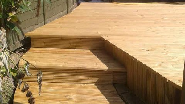 Curved theme wooden deck - Thaxted - 1