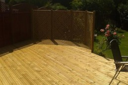 Curved theme wooden deck - Thaxted - North Essex Landscaping